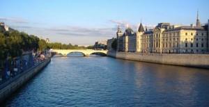 PARIS SENA PUERTO de cruceros FLUVIALes