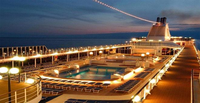 Vista de la cubierta de un crucero