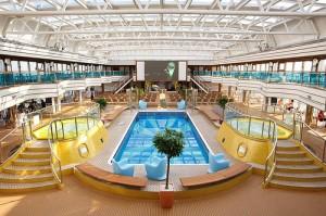 Piscina interior Costa Cruceros